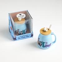Coffret Une petite pause au Chat Bar - Le livre Cookies, muffins, et autres petits réconforts avec 1 mug et sa cuillère
